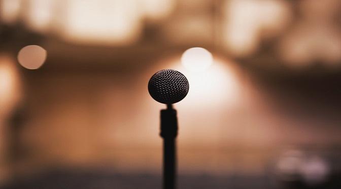 Microphone sur une scène