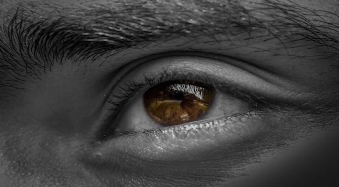 Oeil reflétant le monde